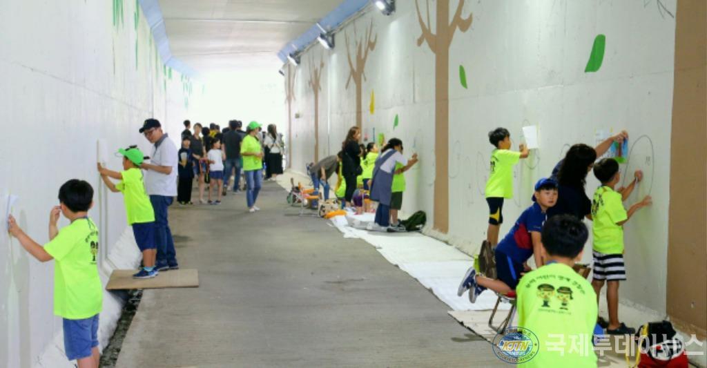 (1-1)미추홀구 문학동 용주사 터널 벽화 골목으로 탈바꿈하다.jpg