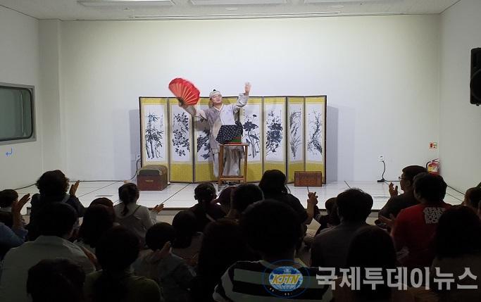 5-1 보도자료 사진(영종역사관 한국적 마술쇼 조선마술사 공연).jpg